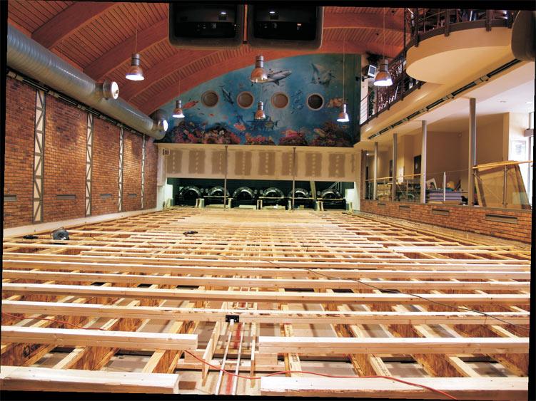 Montáž drah QubicaAMF SPL v bowlingovém centrum Manta bowling.